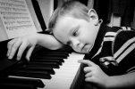 Gehörbildung für Kinder: von der Geburt bis zur Grundschule