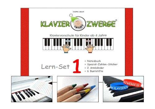 """Video: der Kleine spielt """"Meine linke Hand"""" aus """"Klavierzwerge"""""""