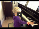 """Timmi spielt auswendig (Video: """"Die Maus"""" aus """"Klavierzwerge"""")"""